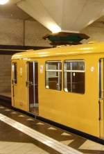 Grosprofil - 2000-/69122/hist-2000-zug-im-u-bhf-spandau-u Hist. 2000-Zug im U-Bhf Spandau, U 7 Berlin 2009
