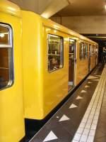 Grosprofil - 2000-/69148/zug-2000-im-u-bhf-spandau-u Zug 2000 im U-Bhf Spandau, U 7 Berlin 2009