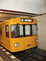 Grosprofil  Nr 2400-2999/67519/zug-auf-der-u6-im-bhf Zug auf der U6 im Bhf Schwartzkopfstrasse, U 6 Berlin 2007