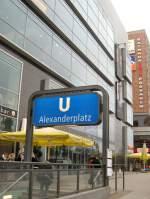 alexanderplatz/67044/ein-eingang-zum-u-bhf-alexanderplatz-berlin Ein Eingang zum U-Bhf Alexanderplatz, Berlin 2009